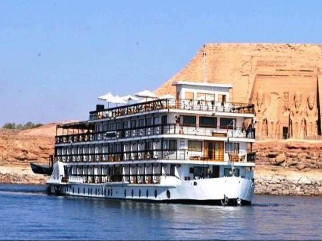 Cairo, Luxury Lake Nasser & Nile Cruise