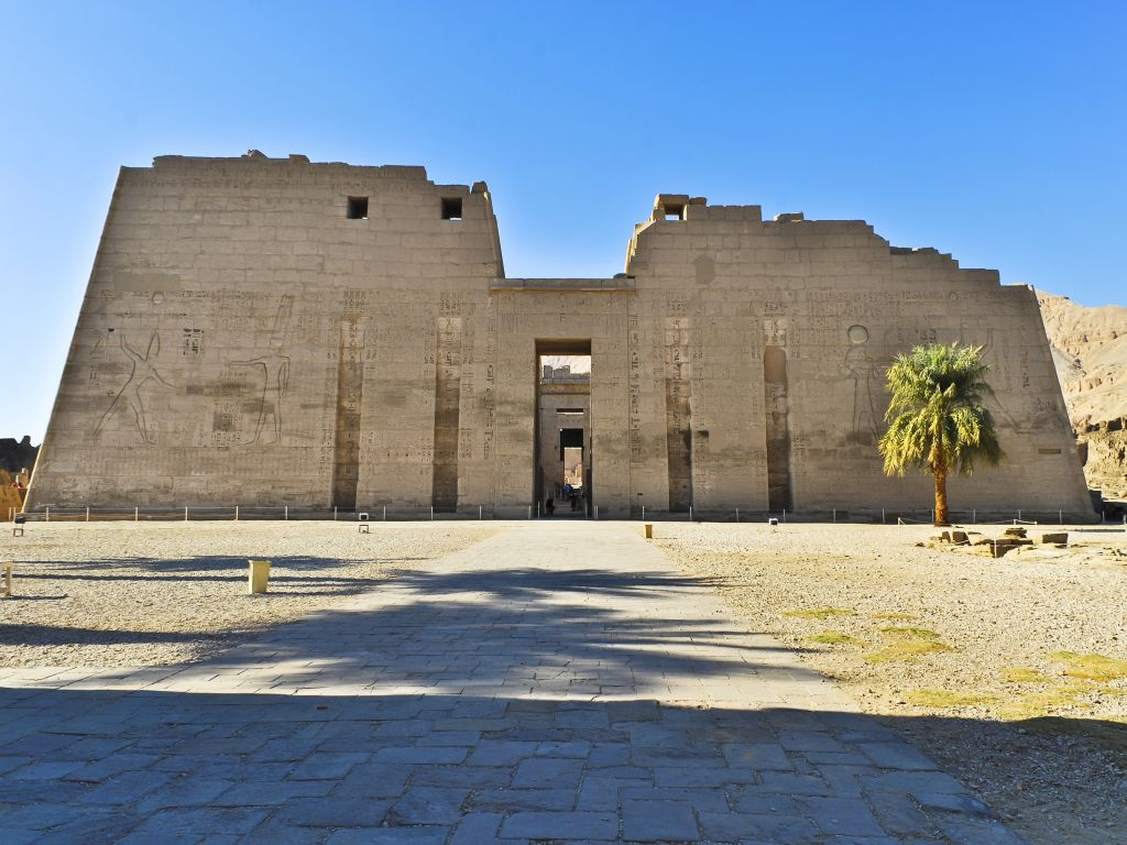 Luxor Private Half Day Tour: Medinet Habu - City Monastery - Tombs of Nobles