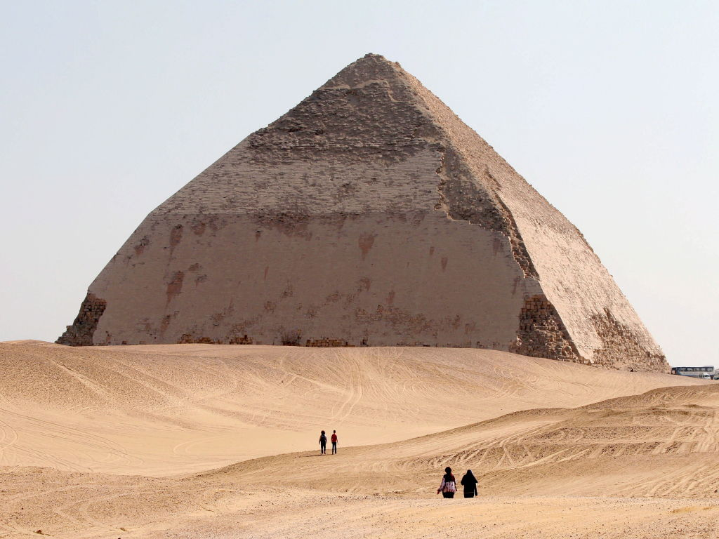 Private Day Tour: Giza Pyramids Including Bent, Red & Step Pyramids at Dashur & Sakkara