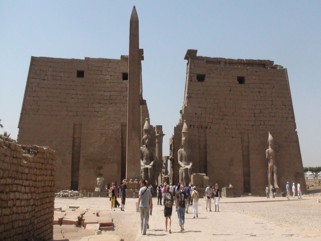 Private Full Day Tour: from Aswan to Luxor